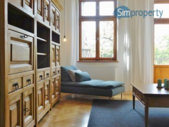 Bright and calm 3 bedroom / 2 bathroom apartment in the city center.