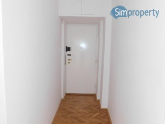 Very spacious three bedroom flat (94m2) in Królewska street.