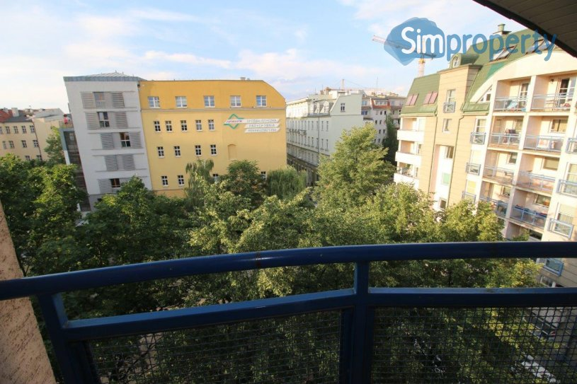 Biskupia Street, studio with balcony available now.