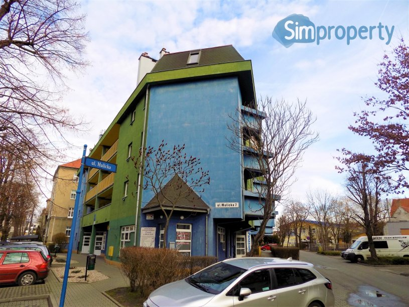 For rent cosy apartment on Mulicka Street in a building with the elevator.